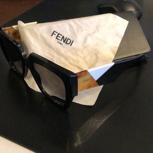 Beautiful Fendi oversize sunglasses